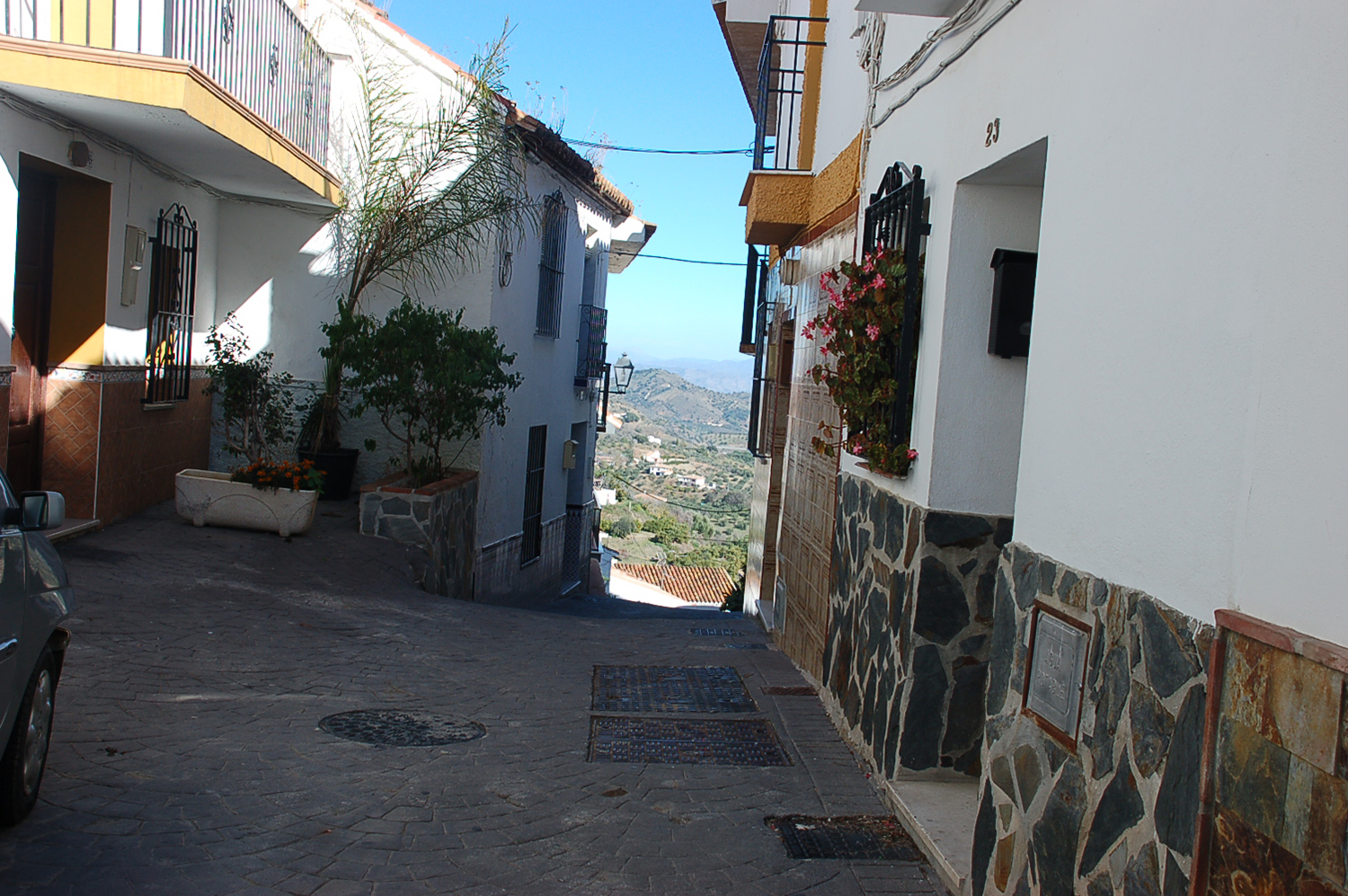RiS 114 Exceptionally well renovated town house in Guaro – 175,000€