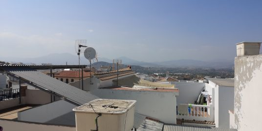 Ri 335 Four bedroom apartment in centre of Alhaurin el Grande with roof terrace – 550€