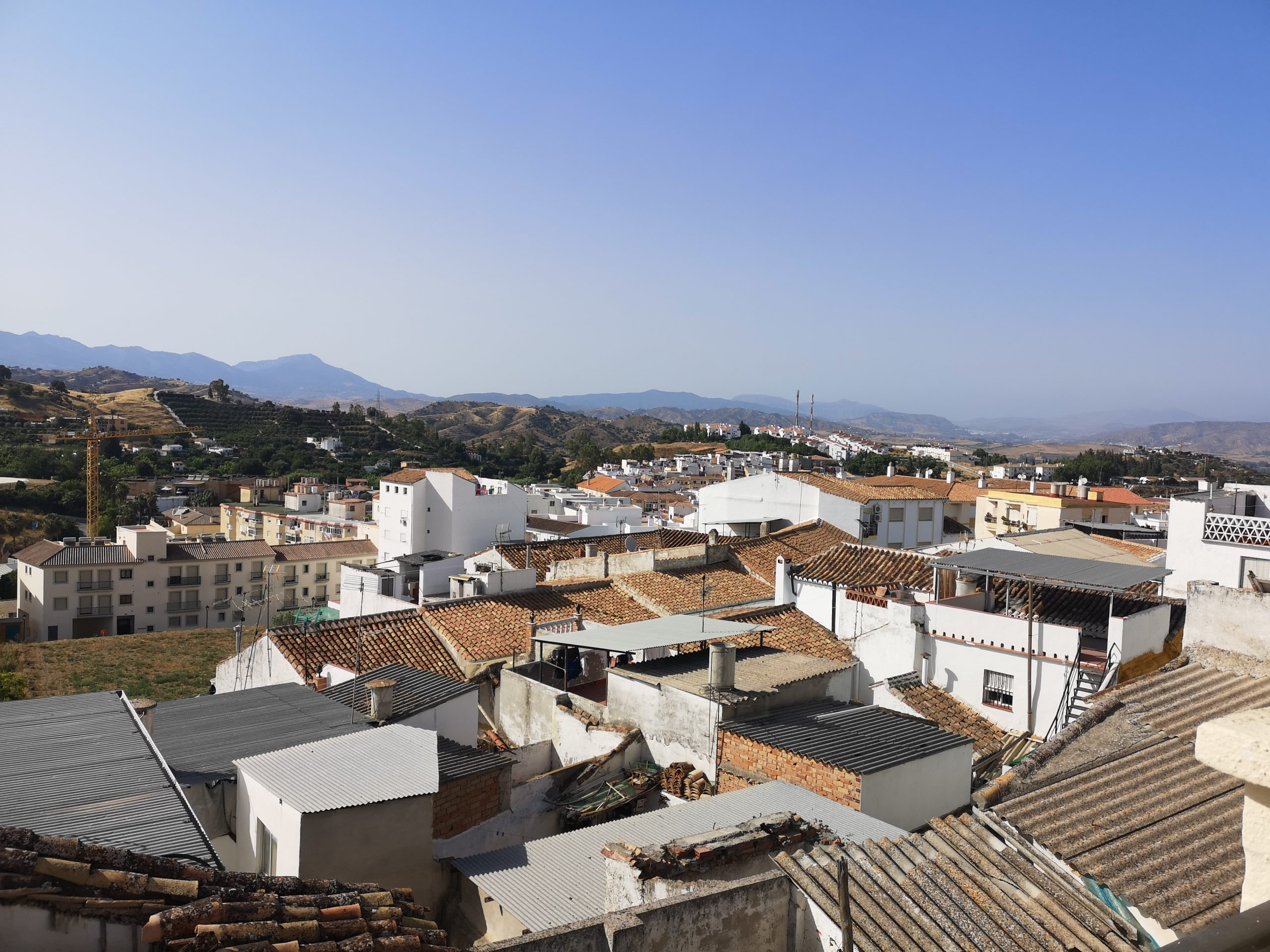Ri 606 Large three bedroom town house with patio and roof terrace in Coin – 700€