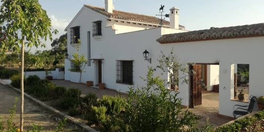 Ri 610 Outstanding four bedroom renovated farmhouse in Pizarra – 1,700€