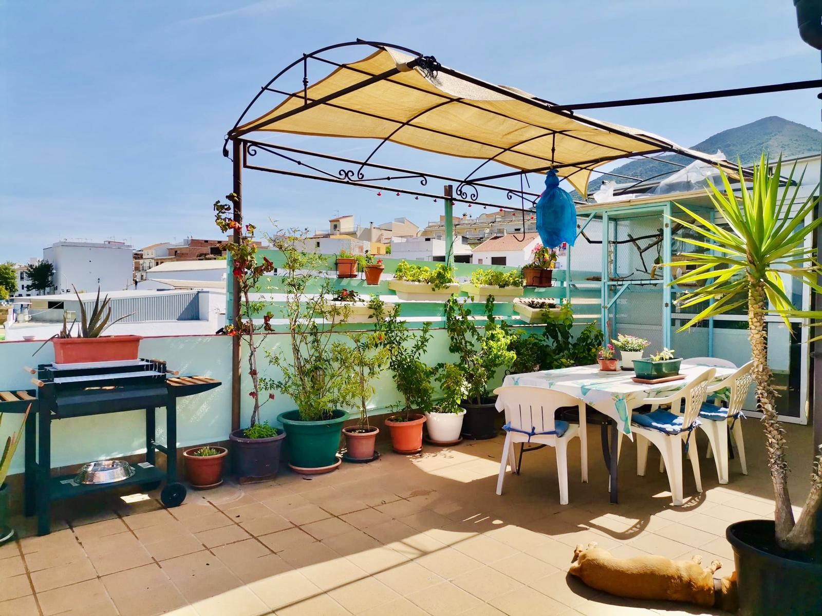 Ri 695 Spacious two bedroom attic apartment with views and roof terrace – 700€